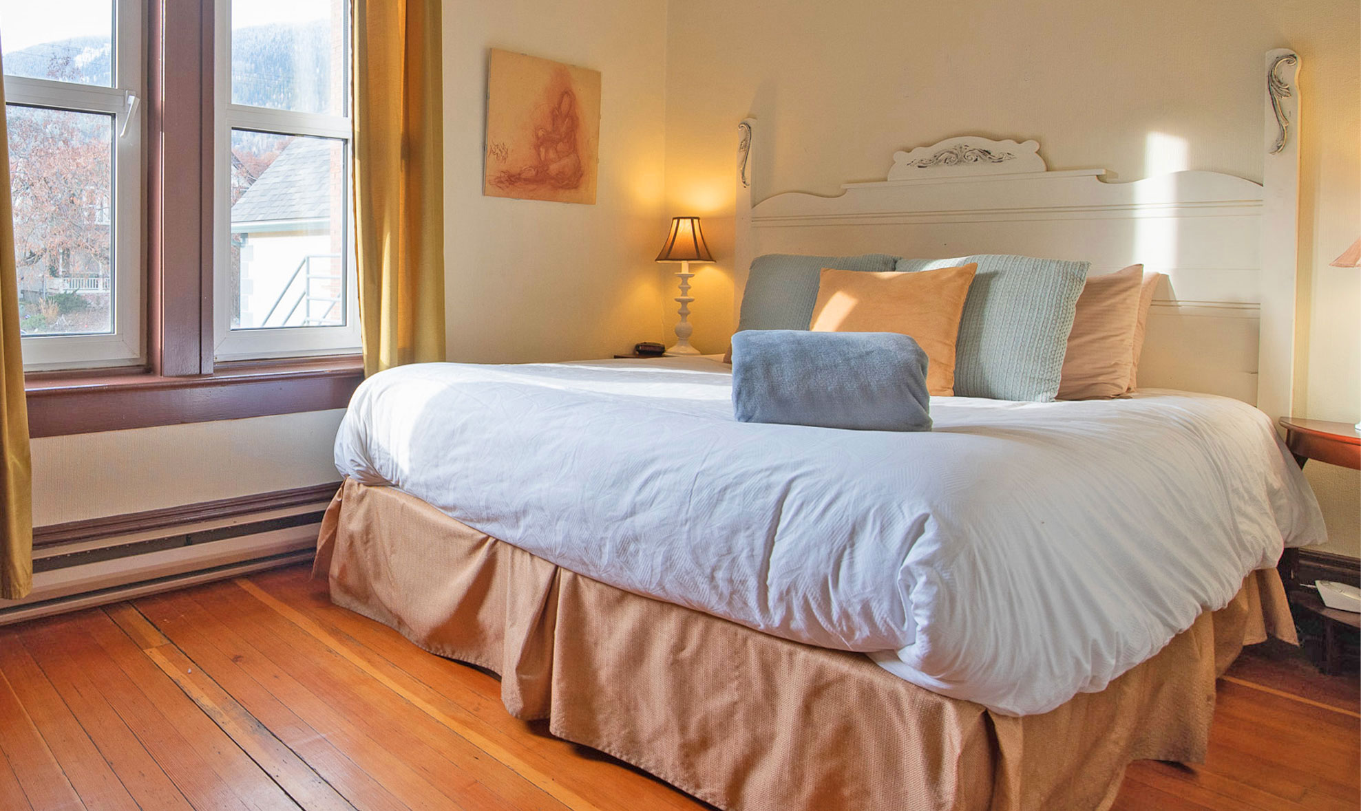 Victoria-Falls-House-The-Best-Vacation-Rental-Suites-Accommodation-in Nelson-BC